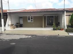 Alugo Casa em Condominio Fechado - 3 quartos