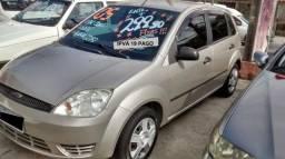 Ford Fiesta Hatch com Ar + GNV / Ac. Cartão até 12x / Transf. GrátIS - 2005
