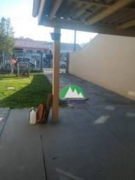 Casa com amplo terreno
