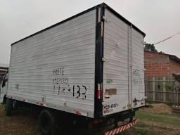 Vende-se esse caminhão 12 mil ele tá em ótima condição o plobema de que ñ tem motor