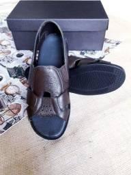 Sandália de couro masculina