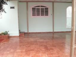 [Vende-se] Casa 4/4 na Vila União. Ampla cozinha. 2 Banheiros, 1 suíte. Ótima Localização