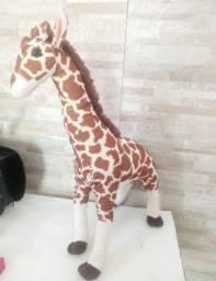 Girafa de pelúcia safári grande antialérgico com Inmetro Marca Frizzy