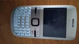 Celular Nokia antigo funcionando.  ( São 2  ) e 1 Gradiente .