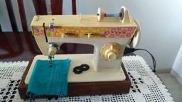 Maquina de Costura Singer Facilita 248 em ótimo estado, uma ótima costura