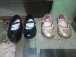 Sapato infantil preto e dourado