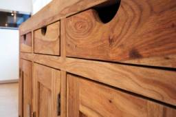 Restauração de móveis e artefatos de madeira