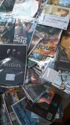 390 DVD'S Filmes diversos ação, família, aventura, etc. R$200,00