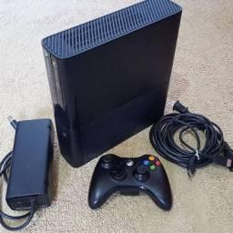 Xbox 360 Semi-novo 64gb + Fifa 18, Gta V