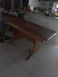 Vende se mesa de madeira