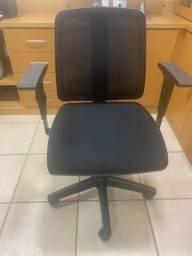 Cadeira giratória cavaletti flip preta