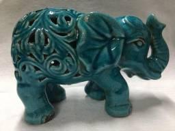 Elefante em porcelana chinesa