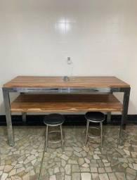Mesa de madeira com inox