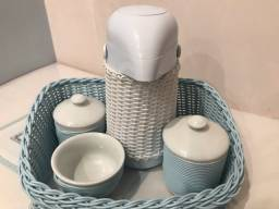 Kit higiene com garrafa térmica