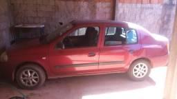 Clio sedan. 7 mil - 2001