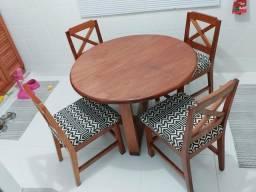 Vendo mesa em madeira maciça 2.300,00