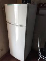 Geladeira grande duplex novinha faço entrega