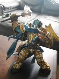 World of Warcraft - Series 2 Vindicator Maraad Action Figure [Draenei Paladin]