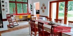 Bingen-Ótima propriedade em dois pisos com 4 quartos + 3 vagas