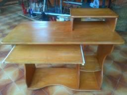 Mesa de computador em madeira