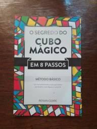 Livro cubo mágico.