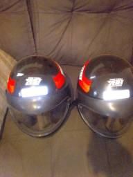 Vendo dois capacetes *