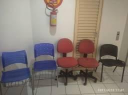 Conjunto de cadeiras semi-novo