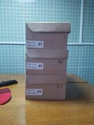 Tênis novos na caixa