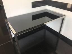 Mesa em vidro preto com base em aco cromado