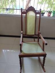 Vendo cadeira de balanço  madeira maciça