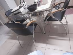 Quatro cadeiras estilo poltronas