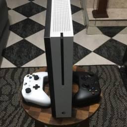 Xbox One S + 2 Controles Originaisq