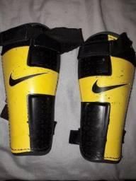 Vendo Caneleiras de futebol da Nike!
