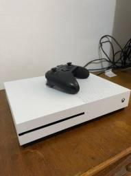 XBOX ONE S 500 GB COM 1 CONTROLE