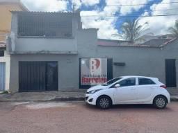 Casa no Barreiro (Araguaia), são 03 casas, lote 370,00m2, ótimo local.