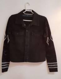 Jaqueta com mangas trico.