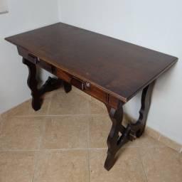 Escrivaninha em madeira usada com tranca nas gavetas