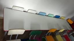 Mesa infantil, com 14 cadeiras