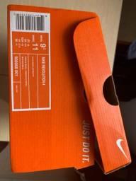 Tênis Nike Revolution 4 - Preto e Branco