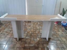 Mesa para equipamento de som ou festa de decoração