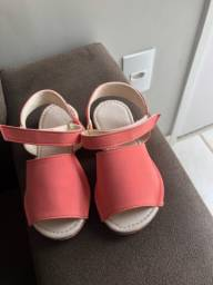 Sandália tamanho 25 seminova