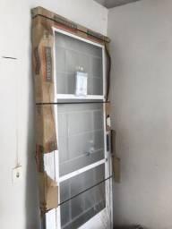 Vendo porta sasazaki 2.17cm por 87cm nova na embalagem