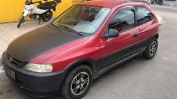 Chevrolet Celta vermelho