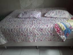 Colchas dupla face casal mais dois travesseiros e duas fronhas 190 reais.