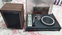 Vitrola toca discos antigo