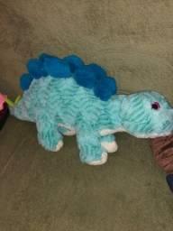 dinossauros de pelúcia R$120 os dois