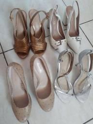 Vende se Sapatos Semi novos 30 reais cada.