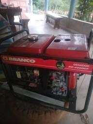 Gerador de energia branco diesel