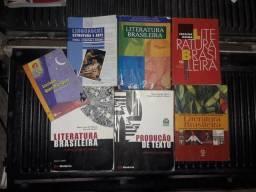 Livros de literatura e gramática