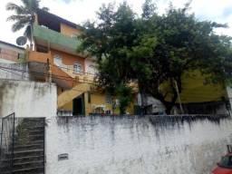Prédio Residencial, com 06 unidades, em Itapuã